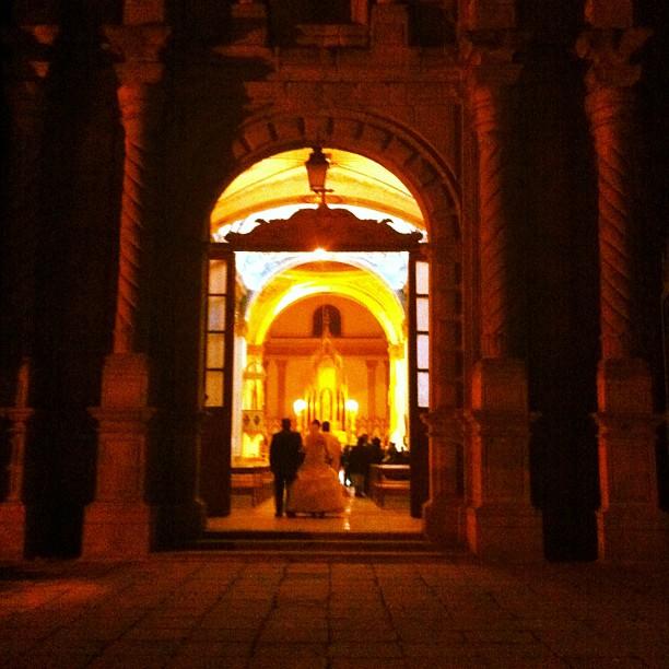A glimpse of a bride, Cochabamba Plaza Principal